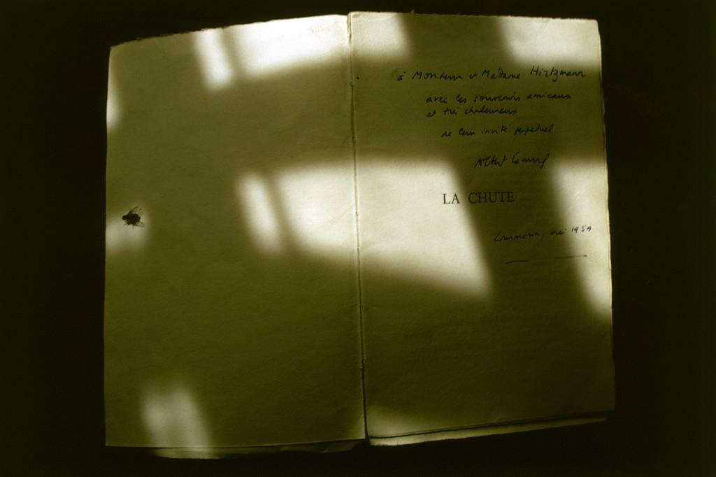 """""""La Chute"""" mit einer persönlichen Widmung von Camus. Foto: Christian von Alvensleben"""