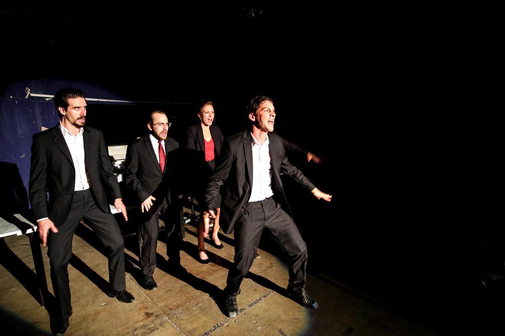 Ensembleszene mit Martin Bretschneider (vorne) als Caligula. ©Foto: Theater Rottstr. 5