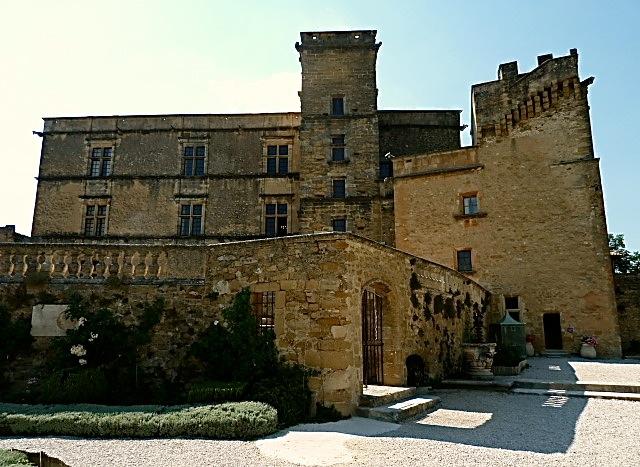 Le Château de Lourmarin an einem heißen Tag… ©Foto: Anne-Kathrin Reif