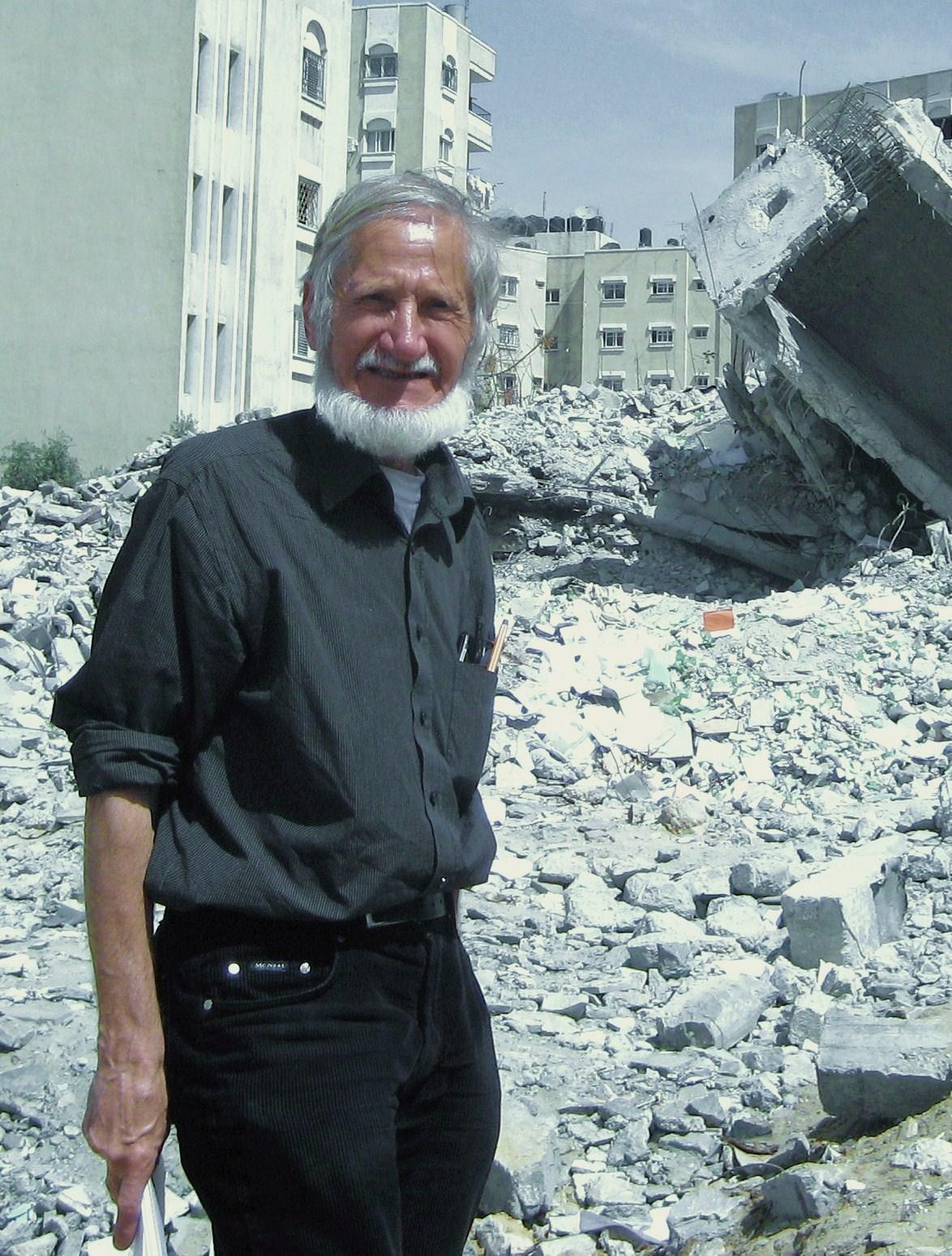 Friedensaktivist Rupert Neudeck bei einem Einsatz im Krisengebiet. ©Foto: privat