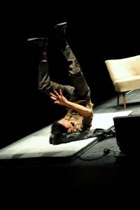 """Szene aus """"Die Pest"""" mit Andreas Meidinger in der Inszenierung des fringe ensembles im theater im ballsaal, Bonn. ©Foto: Lilian Szokody"""