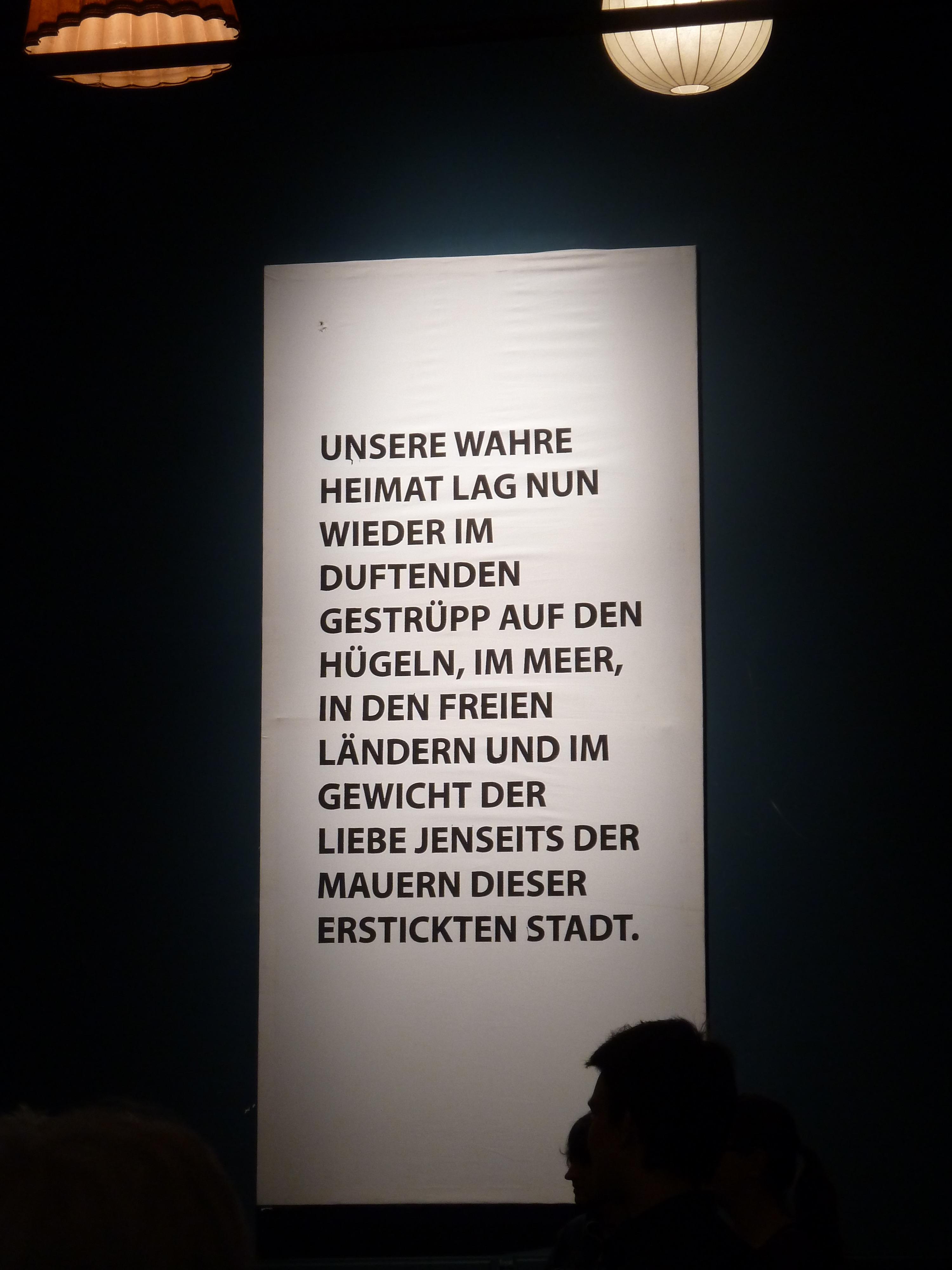 """Zitat aus """"Die Pest"""", aufgenommen beim Festivial """"vive Camus"""" des fringe ensembles 2016 in Bonn. ©Foto: akr"""